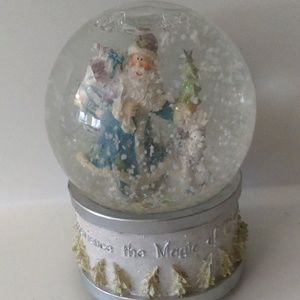 Musical Christmas Santa Claus Snow Globe